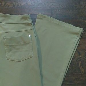 Athleta green legging pants with pockets size med